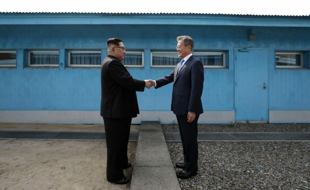 Corea unita in una stretta di mano. L'alba di un nuovo giorno?