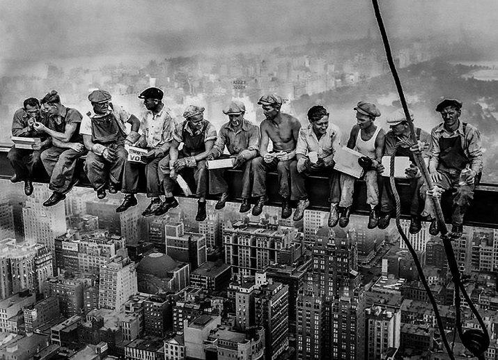Lunch atop a Skyscraper di Charles Ebbets