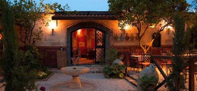 """""""La notte delle candele nei giardini dell'ozio romano"""" tra antichi banchetti e le """"Metamorfosi"""" di Apuleio"""