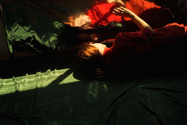 """""""Our Life in the Shadows"""" di Tania Klein"""