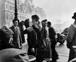 Il Bacio dell'Hotel de Ville di Robert Doisneau. La vera storia