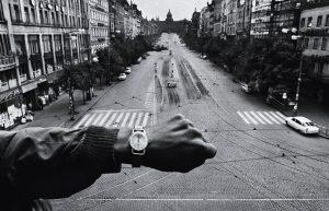 """""""La Primavera di Praga"""" con Josef Koudelka. Foto che fa la storia"""