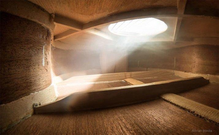 """""""Serenade for Strings - La luce interiore"""" di Adrian Borda - Dentro una chitarra"""