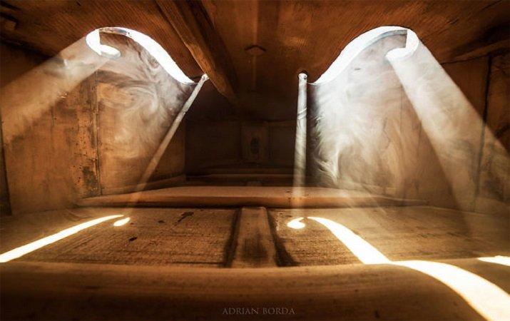 """""""Serenade for Strings - La luce interiore"""" di Adrian Borda - Dentro un violino"""