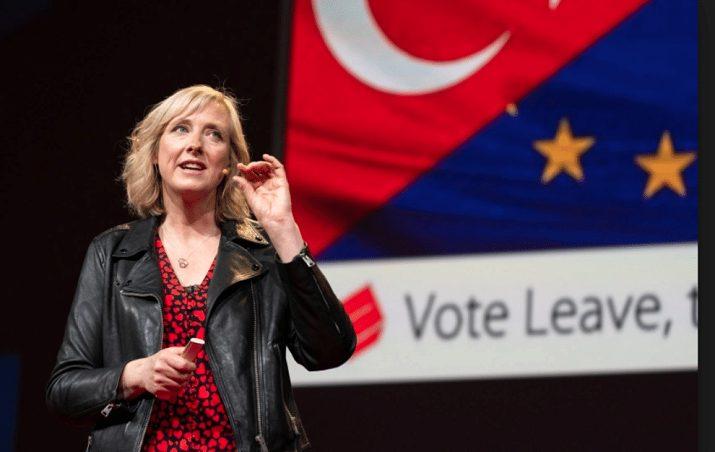 Carole Cadwalladr svela la frode elettorale di Facebook sulla Brexit