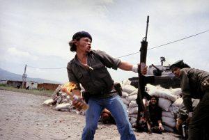 Nicaragua in the 1970s di Susan Meiselas. Il ribelle Molotov Man