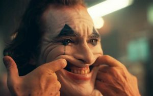 Il Joker di Joaquin Phoenix. Una leggera danza nell'oscurità