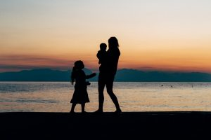 Ora le adozioni per single sono possibili anche in Italia
