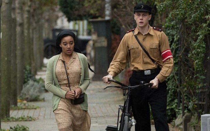 """Where hands touch"" di Amma Asante"