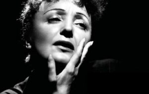 Edith Piaf, il Passerotto francese simbolo di rinascita e forza