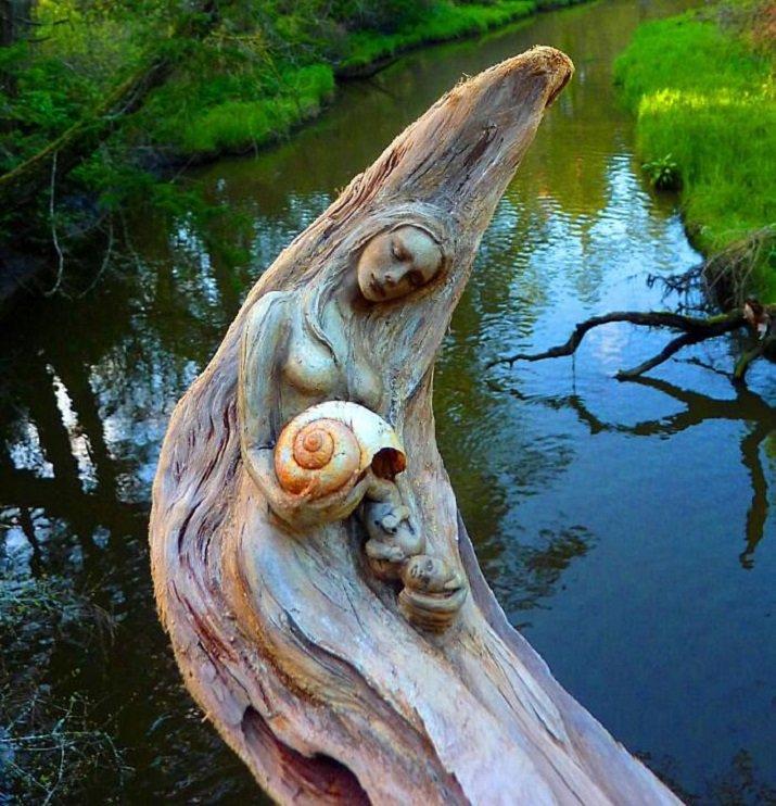 Le sculture in legno di Debra Bernier