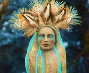 Le sculture in legno di Debra Bernier dalla mistica spiritualità