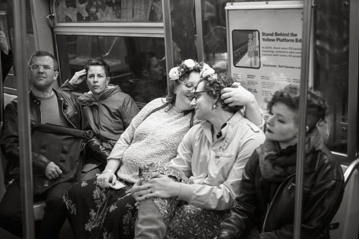 """Fotografia di matrimonio. """"Share an intimate moment"""" di John Dolan"""