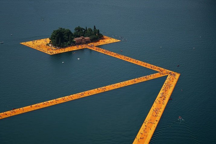 """""""Floating Piers"""" di Christo."""