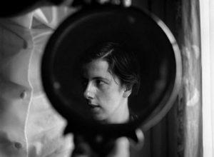 Gli scatti di Vivian Maier. L'io nascosto tra riflessi ed ombre