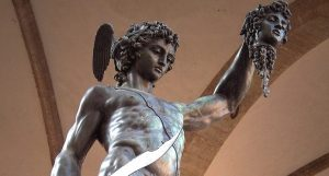 Perseo con la testa di Medusa di Cellini. Psicologia e lotta nel mito