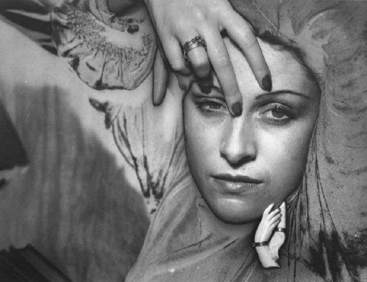 Dora Maar tra luci ed ombre della fotografia. Foto di Man Ray, Solarisation, 1936