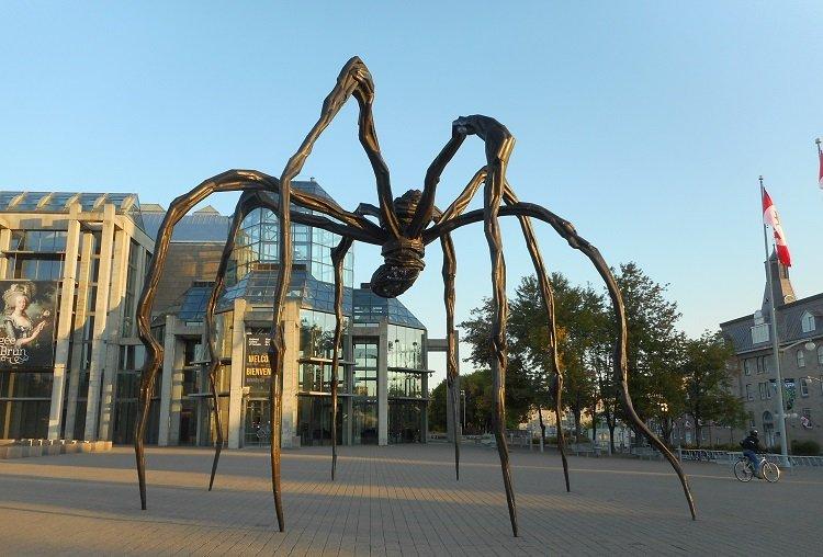 """""""Maman"""" di Louise Bourgeois. Il ragno materno"""