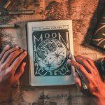 La voce della luna ispiratrice dei cuori e delle arti