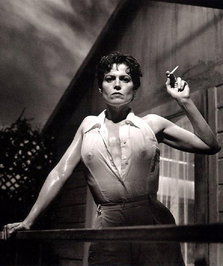 """Sigourney Weaver"" di Helmut Newton"