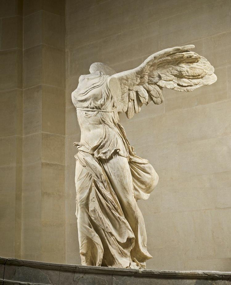 La Nike di Samotracia dea della Vittoria alata