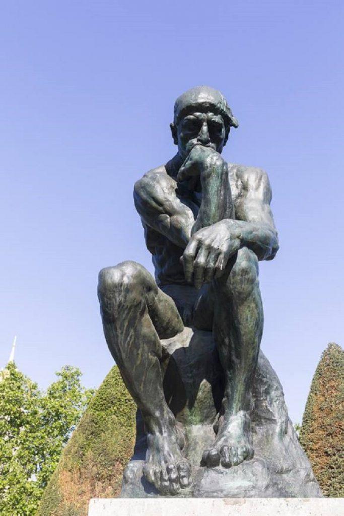 """""""Il Pensatore"""" di Rodin. Frontale"""