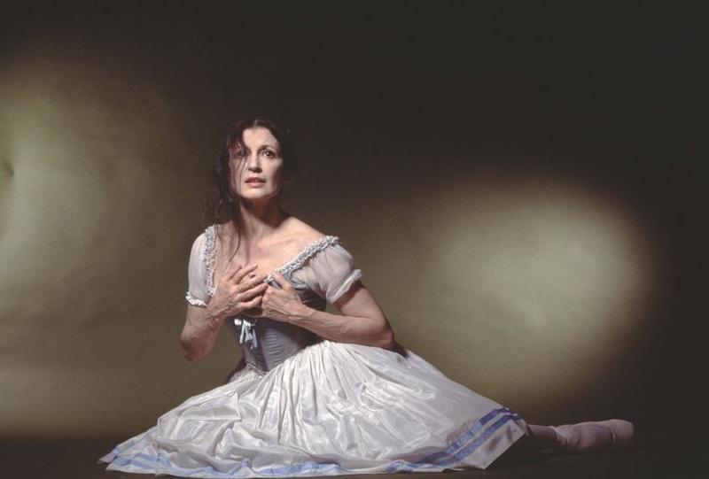 """L'étoile Carla Fracci in """"Giselle"""". Passione e danza"""