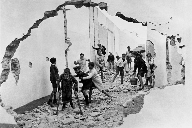 Henri Cartier-Bresson. SPAIN. Andalucia. Seville.