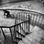 """""""Uomo in bicicletta nella Down Street"""" di Henri Cartier-Bresson"""