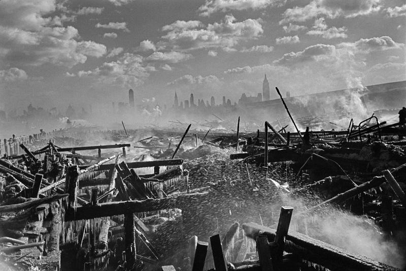 Henri Cartier-Bresson. USA. Fire in Hoboken, facing Manhattan. 1947.