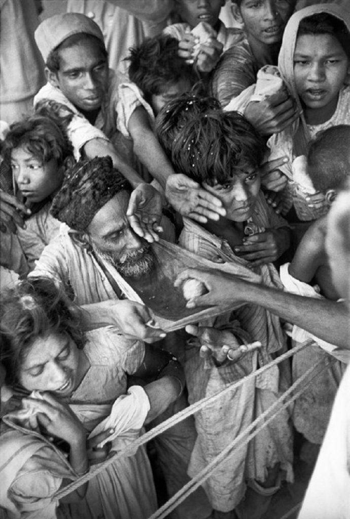 Henri Cartier-Bresson. INDIA.  Gujarat. Baroda
